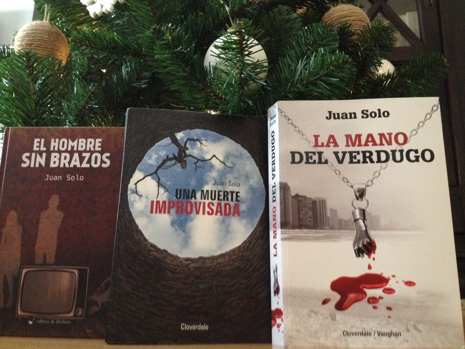 Libros de Juan Solo: La mano del Verdugo (Cloverdale/Vaughan Libros) Una muerte improvisada (Cloverdale/Vaughan Libros) y El hombre sin brazos (Léeme Libros)