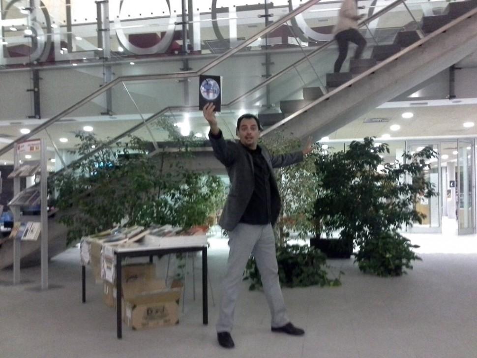 Presentación de Una muerte improvisada en la Biblioteca Lope de Vega de Tres Cantos - Juan Solo - juansolo