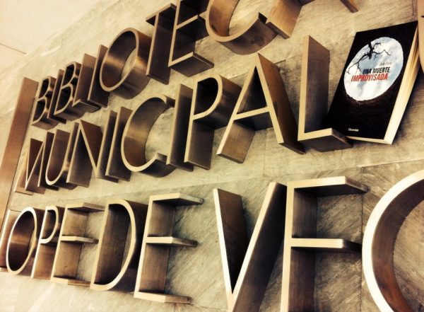 Biblioteca Municipal Lope de Vega de Tres Cantos - Una muerte improvisada - Juan Solo