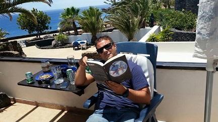 José Campoy con Una muerte improvisada en Lanzarote - Una muerte improvisada - Juan Solo - Escritor - Novela Negra - JuanSolo.es - #JuanSolo - Vaughan