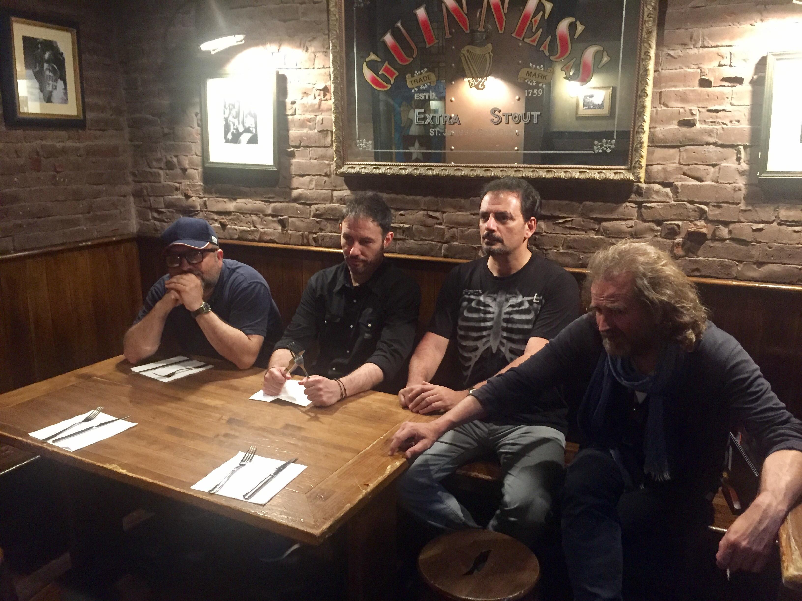 18 meses, lleno tras lleno de los Comikazes en Beer Station. En la foto estamos Alfredo Díaz, Iñaki Urrutia, Don Mauro y Juan Solo en Beer Station - Juan Solo