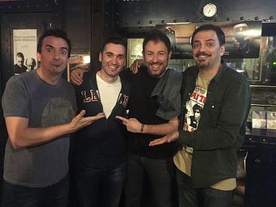 Menuda noche la del martes. Los Comikazes actuaron acompañados por Antonio Sanint y Karim y para colmo asistieron también Alberto Marín y César Strawberry a la actuación en Beer Station.
