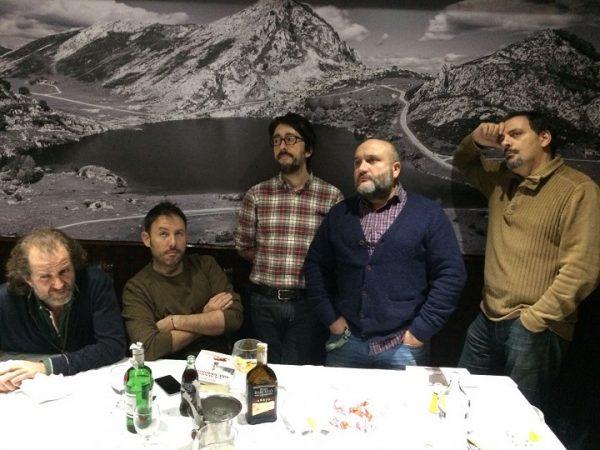 Cena de Navidad de los Comikazes en El Ñeru. Alimentando estómagos con las viandas de un gran Restaurante asturiano en Madrid y el espíritu con la novela negra