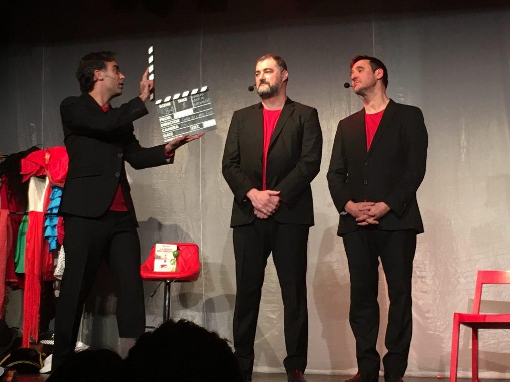Sobre mi paso por Corta el cable rojo, invitado por mis amigos Carlos Ramos, José Andrés y Salomón. Teatro Gran Vía. Hablamos hasta de La mano del verdugo. Un espectáculo irrepetible, que nunca se repite. Y en el que me dejaron hablar de La mano del verdugo ;)