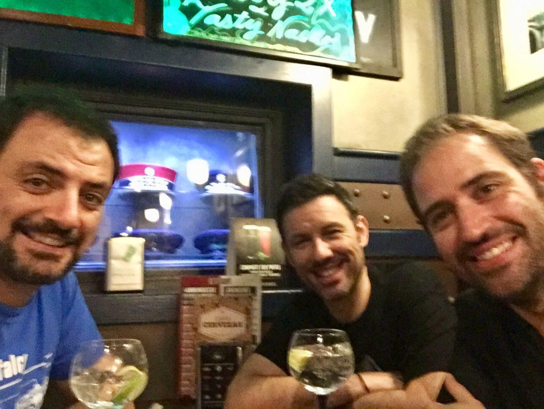 UEFA se rinde y pasa la final de la Champions League al sábado - Los Comikazes seguimos en martes en el Beer Station - Luis Álvaro - Borja Sumozas - Iñaki Urrutia y Juan solo - Podemos hasta con el Liverpool - Real Madrid