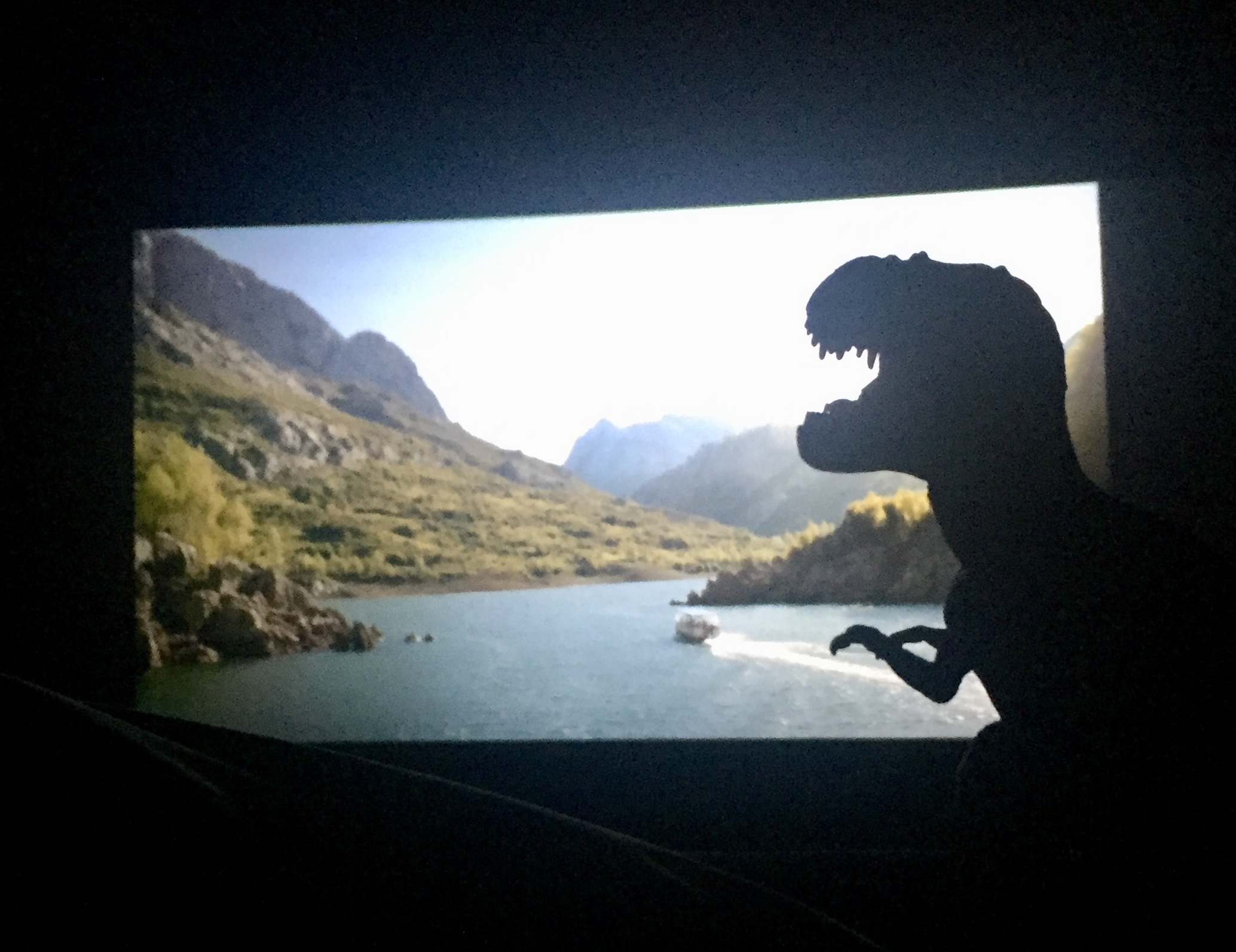 Mi Tiranosaurio Waldo lo pasó en grande en el cine - T-Rex - Juan Solo explica Jurassic World: El reino caído con dinosaurios y sin spoilers - Juan Solo - Congreso de los Diputados - Han Solo