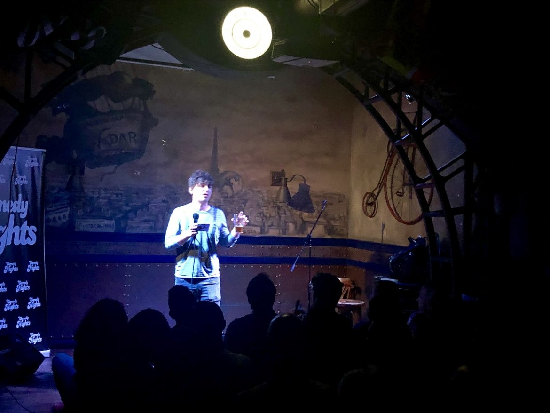 Luis Álvaro con los Comikazes en el escenario del Beer Station
