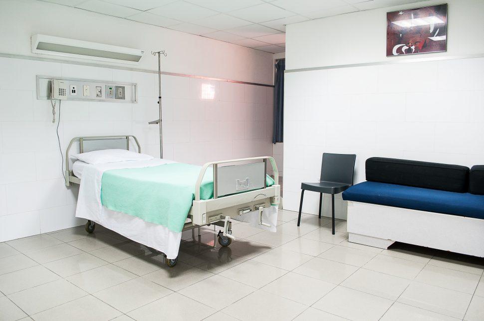 Reflexiones hechas en una sala de hospital a partir de una experiencia personal - Juan Solo